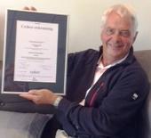Rob toont trots het Cedeo certificaat
